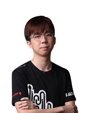 Dogf1ghts - player of Invictus Gaming