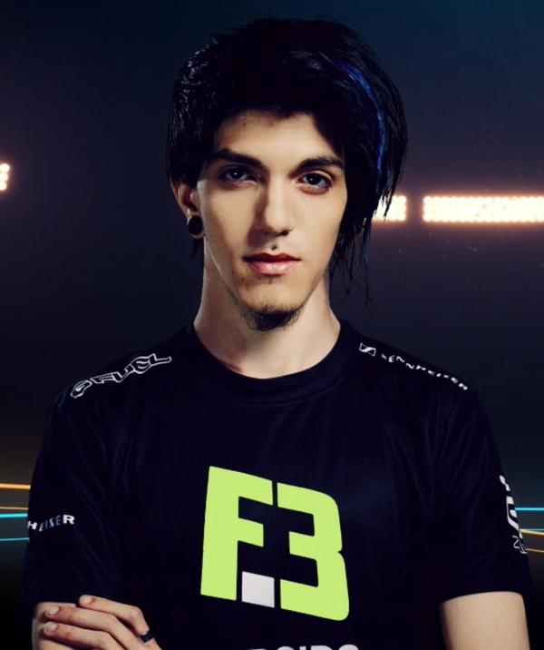Kuxir97 - player of FlipSid3 Tactics